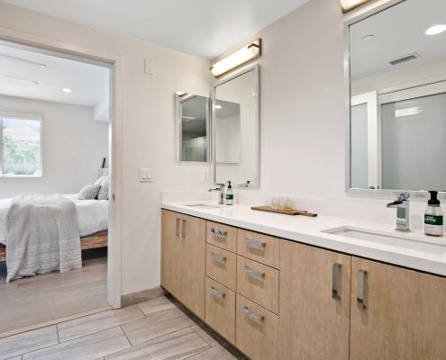 Master Bathroom w/Dual Vanity Sinks