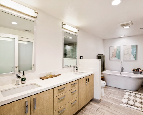 Spa-like Master Bathroom w/Soaking Tub