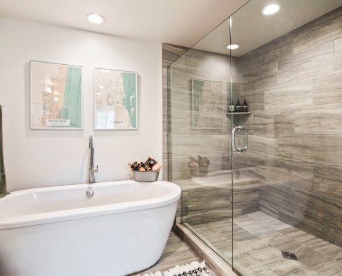 Large Walk-in Shower w/Built-in Bench
