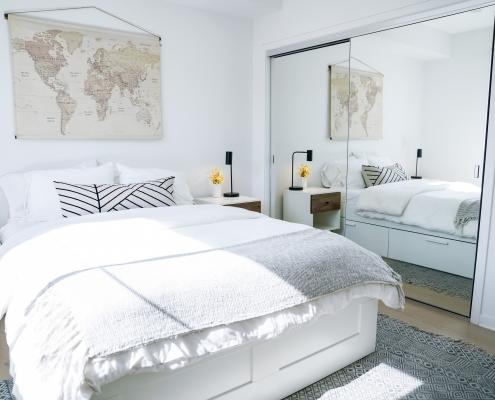 Guest Bedroom w/Mirrored Closet
