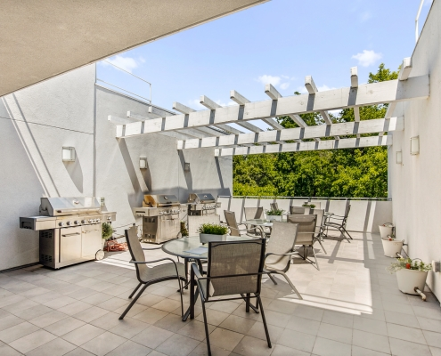 4th Floor Open Deck with Barbecues and Tables
